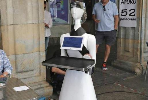 La hostelería se reinventa con camareros robots